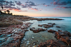 Paysage marin de Beautyful au coucher du soleil Photographie stock libre de droits