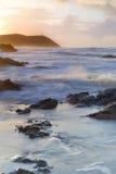 Paysage marin de coucher du soleil de Cornouailles, Polzeath, R-U. Images stock