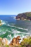 Paysage marin de Shoreline avec l'océan et les falaises Photographie stock libre de droits