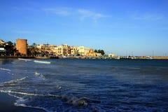 Paysage marin de village de Mondello. Palerme Italie Image libre de droits
