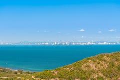 Paysage marin de vue aérienne et ville de Pattaya, Thaïlande Photo stock