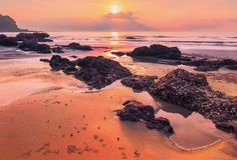 Paysage marin dramatique de lever de soleil images libres de droits