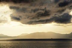 Paysage marin le soir photographie stock libre de droits