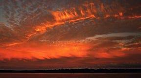 Paysage marin orange énorme de coucher du soleil d'océan Photographie stock libre de droits