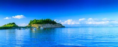 Paysage marin panoramique de bel été Vue du calle de falaise Images stock