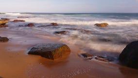 Paysage marin rêveur d'océan déprimé de vagues banque de vidéos