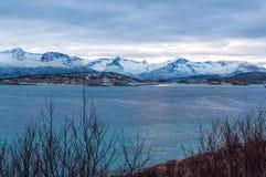Paysage marin scénique dans Sommaroy, Norvège Photographie stock