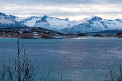 Paysage marin scénique dans Sommaroy, Norvège Photographie stock libre de droits