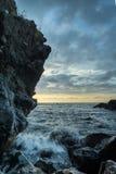 Paysage marin se brisant de vagues photos stock