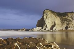 Paysage marin serein en plage d'Atxabiribil Photo libre de droits