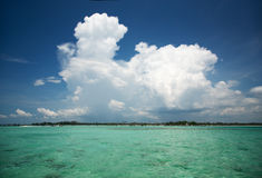 Paysage marin tropical, l'eau, ciel, nuage Image stock