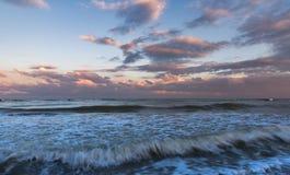 Paysage maritime, crépuscule en Italie Photographie stock libre de droits