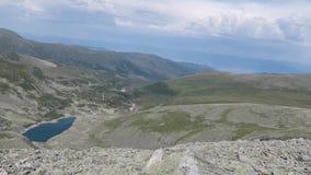 Paysage merveilleux dans les montagnes Vue de panorama d'arête de montagnes d'Altai clips vidéos