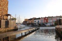 Paysage merveilleux de port Grimaud sur la Côte d'Azur dans les Frances Photo stock