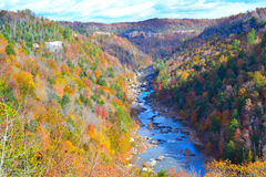 Paysage montagneux de crique Photographie stock libre de droits