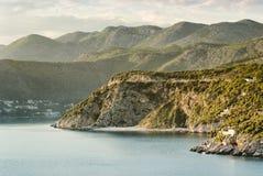 Paysage montagneux de littoral près de Dubrovnik photo stock
