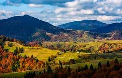 Paysage montagneux magnifique en automne Images stock