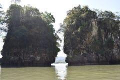 Paysage montagneux merveilleux à un voyage de kayak dans la forêt de palétuvier dans ao Thalaine dans Krabi en Thaïlande, Asie images stock