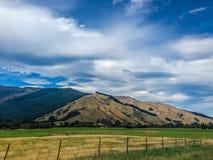 Paysage montagneux typique sur l'île du sud du Nouvelle-Zélande photo libre de droits