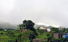 Paysage montagneux vert sur les îles de Brava photo stock