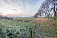 Paysage néerlandais de polder pendant la saison d'hiver image stock