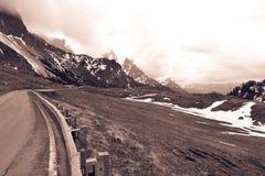 Paysage naturel avec la montagne de route Photographie stock