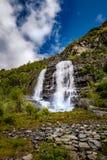 Paysage naturel de la Norvège de belle nature Cascade à écriture ligne par ligne Norvège Images libres de droits