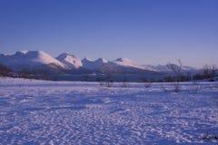 Paysage neigeux renversant en Norvège photographie stock