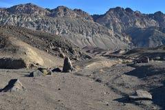 Paysage noir Death Valley de désert de montagnes Photographie stock libre de droits