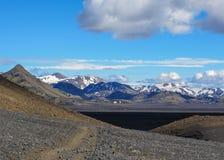 Paysage noir volcanique de désert de sable de jet de chemin de marche, traînée de Laugavegur de Thorsmork à Landmannalaugar, mont photos stock