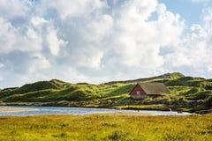 Paysage norvégien avec la petite maison Photo libre de droits