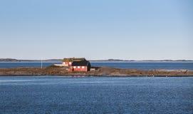 Paysage norvégien côtier, maisons rouges Photo stock