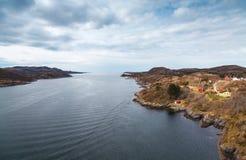 Paysage norvégien côtier de village Image stock