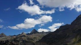 Paysage nuageux dans les montagnes Images stock