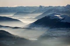 Paysage nuageux de montagnes Photo stock