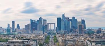 Paysage panoramique de ville de Paris, bâtiments modernes de district des affaires à Paris, France images stock