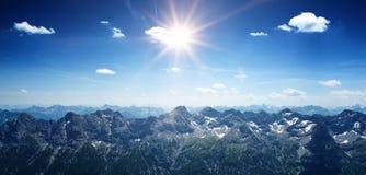 Paysage panoramique montagneux avec les Alpes photo libre de droits