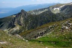 Paysage panoramique près des sept lacs Rila, Bulgarie Images stock