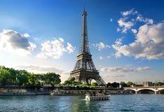 Paysage parisien d'été Photos stock