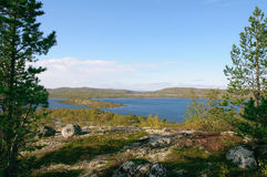 Paysage parmi les collines de Kola Peninsula photos stock