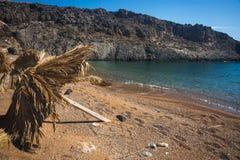 Paysage pittoresque de mer avec des parapluies faits de palmettes, KY Photos stock