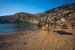 Paysage pittoresque de mer avec des parapluies faits de palmettes, KY Photo stock