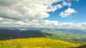 Paysage pittoresque de montagnes carpathiennes banque de vidéos