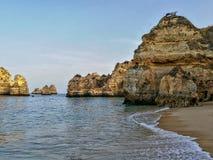 Paysage Portugal de plage de Lagos Image stock