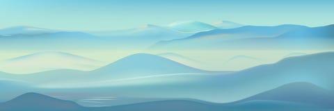 Paysage réaliste de montagnes brumeuses de vecteur Fond bleu de nature Belle silhouette de montagnes d'hiver Photos libres de droits