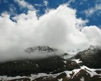 Paysage renversant de montagne des Pyrénées avec les nuages incroyables Image stock
