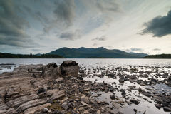 Paysage rocheux déchiqueté de lac à Killarney Photo libre de droits