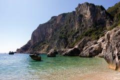 Paysage rocheux stupéfiant dans la baie de Palaiokastritsa, Corfou, Grèce images stock