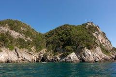 Paysage rocheux stupéfiant dans la baie de Palaiokastritsa, Corfou, Grèce photographie stock libre de droits