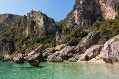 Paysage rocheux stupéfiant dans la baie de Palaiokastritsa, Corfou, Grèce photo libre de droits